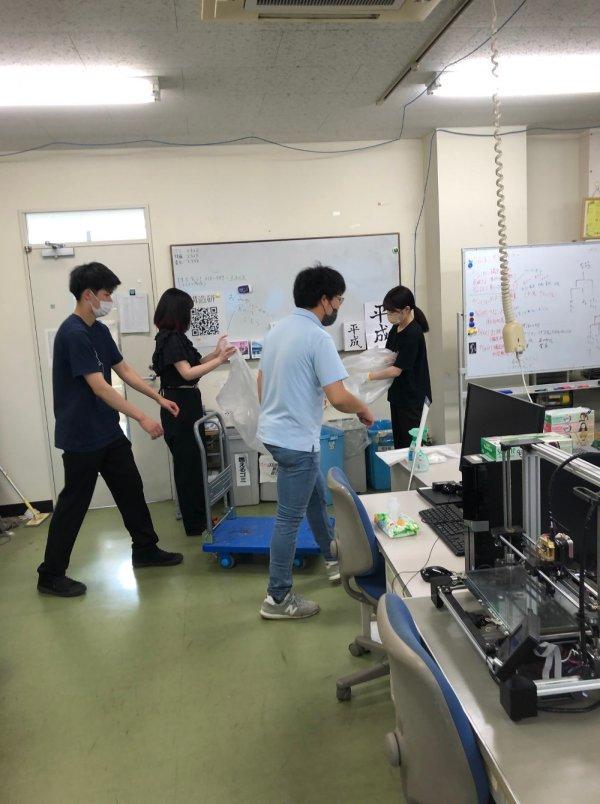 https://www.str.ce.akita-u.ac.jp/~gotouhan/syasin/f21souji1.jpg